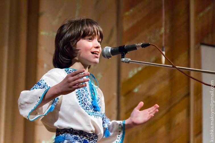 """учень школи мистецтв """"Вишенька"""" Назарій Стінянський під час концерту """"Музика, як казка"""""""