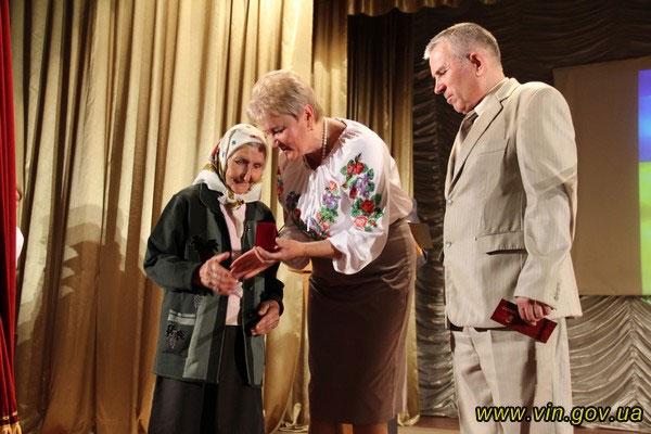 вручення почесних грамот, пам'ятних медалей та премій