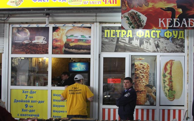 У Вінниці призупинили діяльність двох торгових точок з приготування і реалізації шаурми та хот-догів