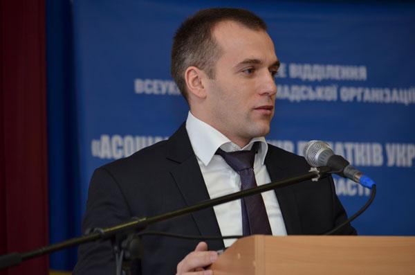 Колишній опонент Оксани Калетник заявив про підтримку очолюваного нею фонду «Батьківська земля»