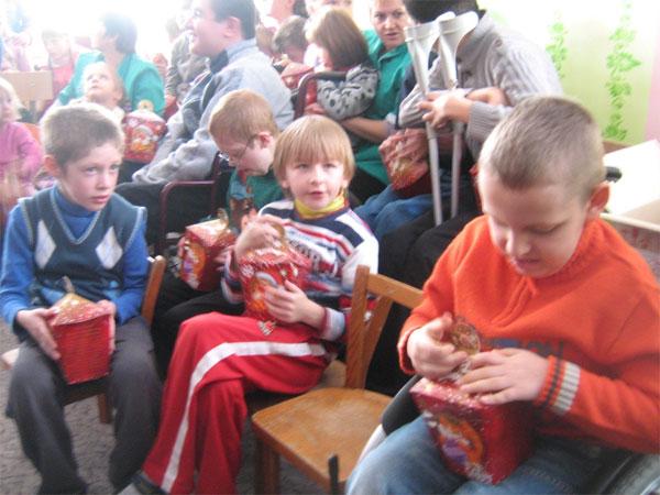 Дітки отримали подарунки від працівників ДАІ