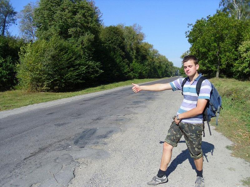 Олексій Каратаєв подорожує автостопом