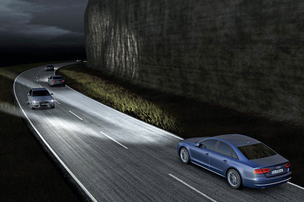 Новая Audi A8 и её матричные фары