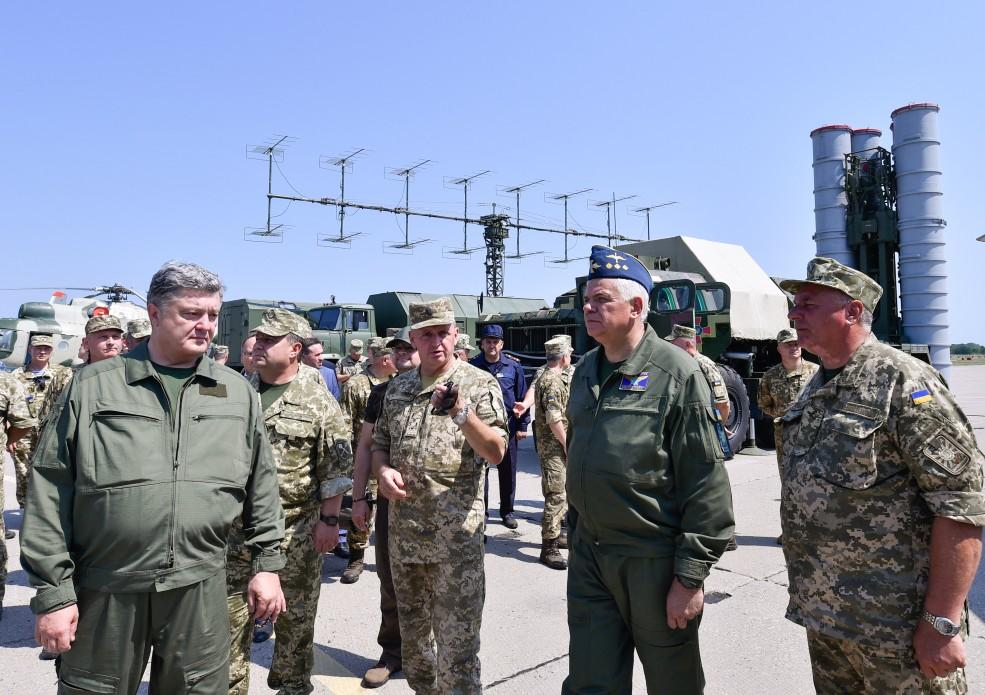 Президент у Вінниці привітав льотчиків із Днем Повітряних Сил