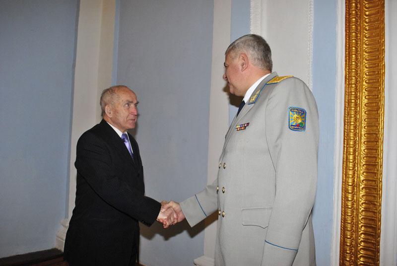 З нагоди 21-ї річниці Збройних Сил України, привітали  кращих військовослужбовців