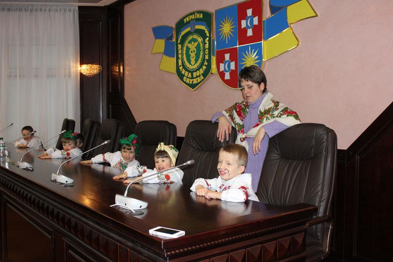 На місцях членів колегії ДПС сьогодні сиділи вихованці дитячого будинку Малятко