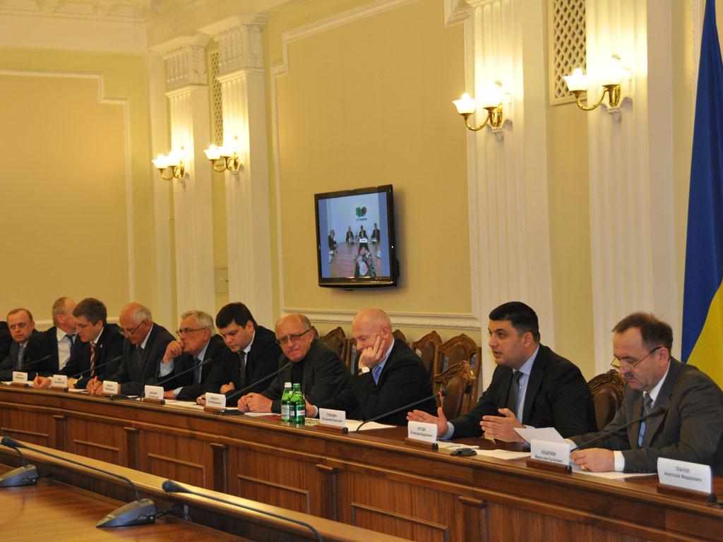 Регіони підтримали децентралізацію повноважень і пропонують внести відповідні зміни до Конституції до 25 травня