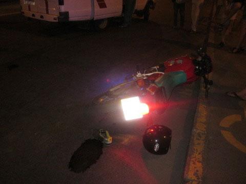 Мотоцикліс збив людину
