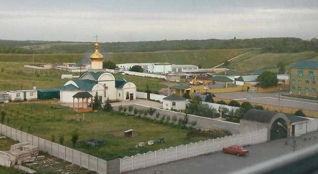 У Луганську з ночі бої: прикордонники більше 14 годин самотужки відбиваються від терористів, а вибухом в ОДА убито дві людини