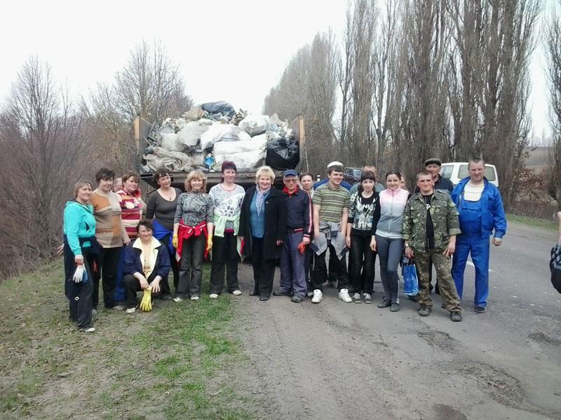 """Працівники наймолодшого міністерства долучились до """"чистки"""" довкілля"""