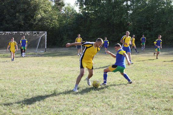 Товариський футбольний матч провели правоохоронці у дитячому оздоровчому таборі