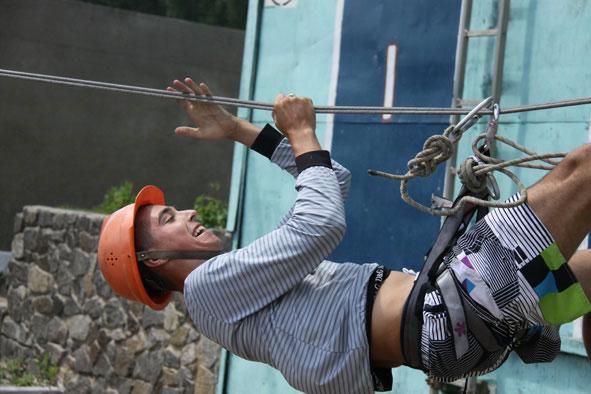 У спортивних випробуваннямх юним пожежникам допомагав Олександр Макаров