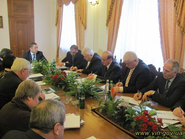 перша зустріч очільника Вінниччини із групою радників