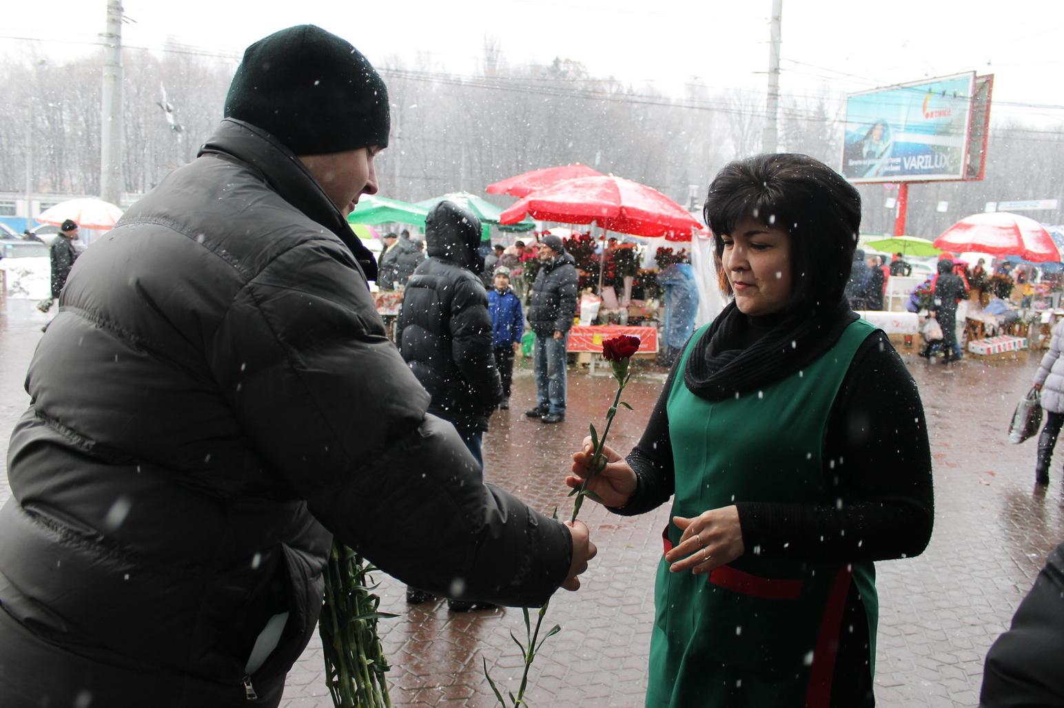 Жінок привітали з 8 березням