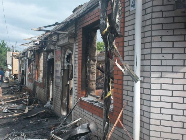 П'ять пожежних машин гасили пожежу  в торговельному комплексі в Козятині