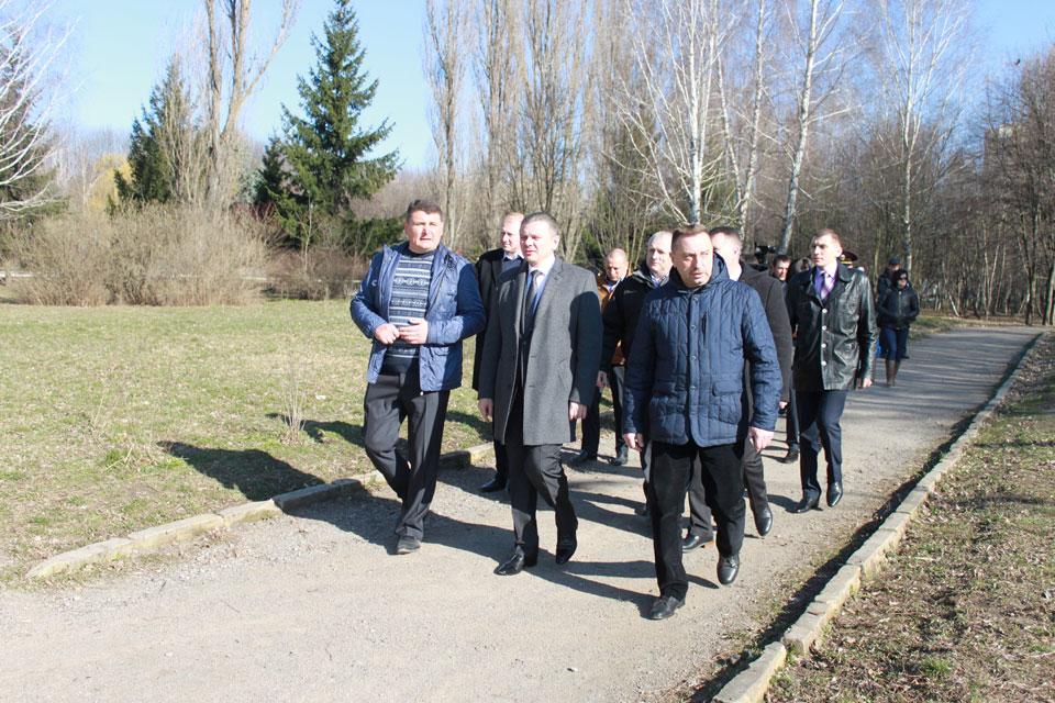 під час об'їзду території міста у парку побував в. о. міського голови Сергій Моргунов