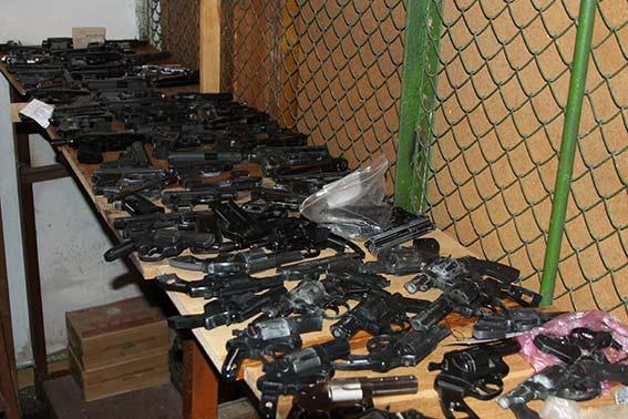 Упродовж місячника добровільної здачі зброї вінничани здали 187 одиниць зброї та майже півтисячі набоїв