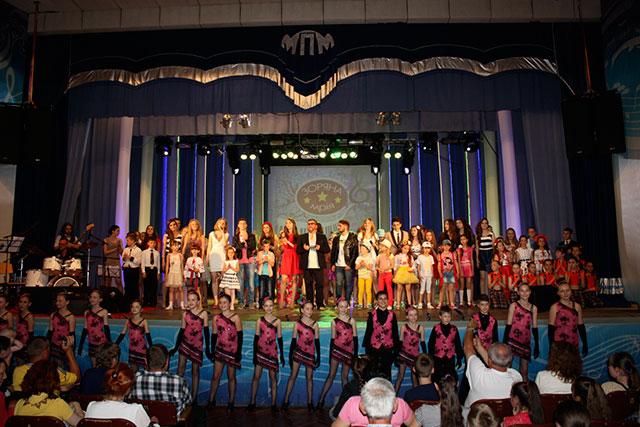"""В Міжнародний день захисту дітей у Міському палаці систецтв відбувся фестиваль """"Зоряна мрія"""""""