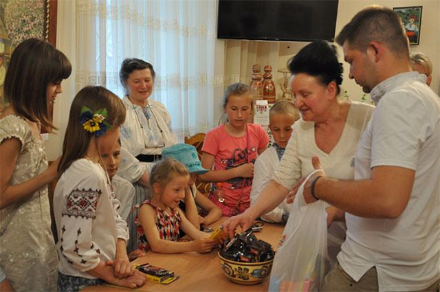 """Вінничан запрошують на виставку """"Світ очима дитини"""""""
