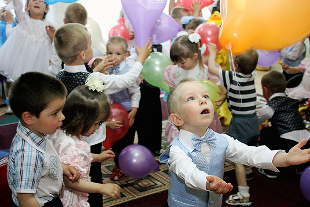 У перший день літа фіскали завітали з подарунками до дитячого будинку «Малятко»