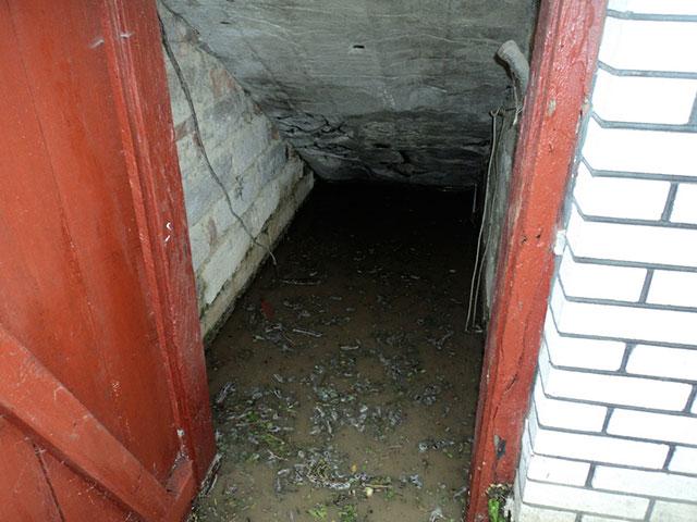 У Погребищенському районі рятувальники відкачують воду із затоплених зливою підвалів