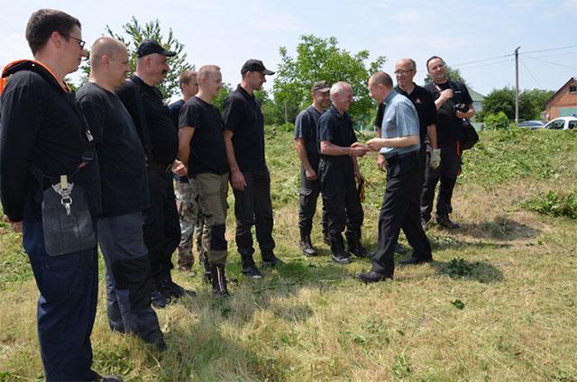 У Літинському районі волонтери із Польщі в рамках благодійної акції впорядкували польські кладовища