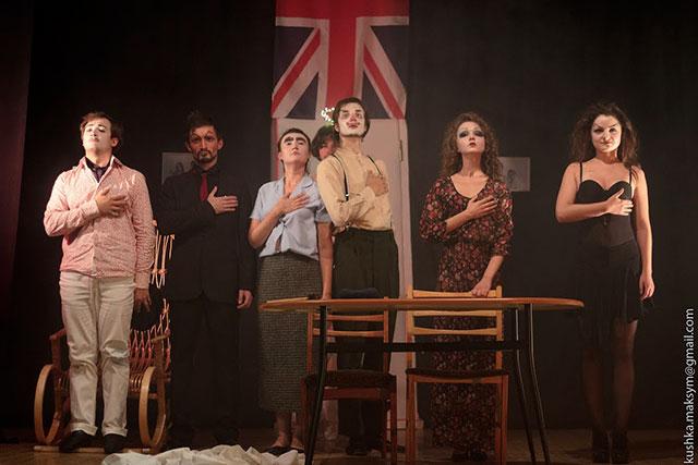 У реальності все не так, як насправді: у Вінниці поставили абсурдистську п'єсу «Голомоза співачка»