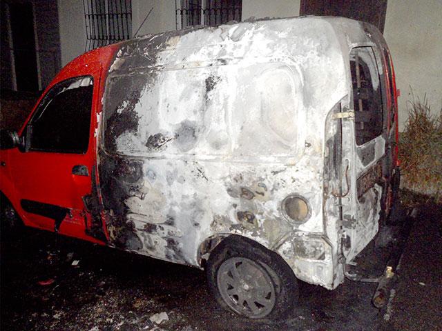 Минулої ночі у Жмеринці загорілись дві автівки