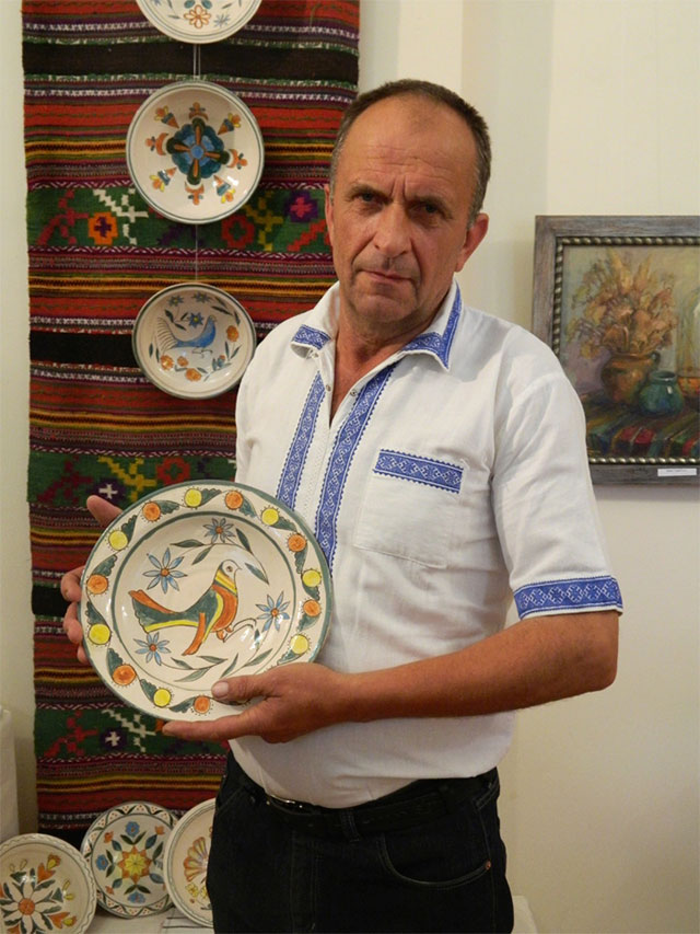 До кінця вересня вінничани можуть ознайомитись із виставкою гончарного мистецтва
