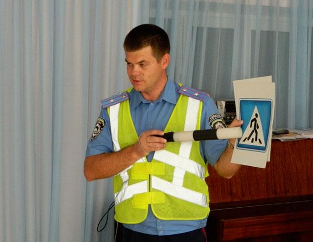 Вінницькі ДАІвці провели урок з правил безпеки на дорозі для вихованців Стрижавського дитсадка