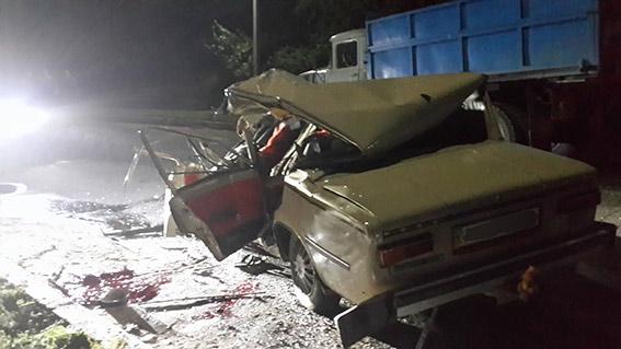 """На Вінниччині """"ВАЗ"""" зіткнувся із вантажівкою. Водій та пасажир """"трійки"""" загинули"""