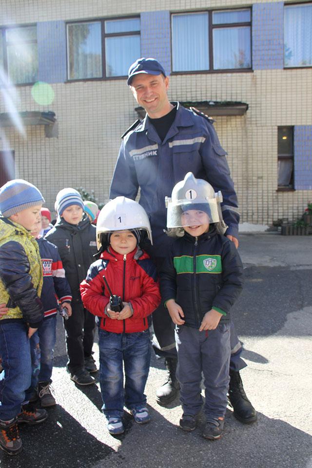 Вихованців дитсадочка №74 вінницькі рятувальники навчали основам цивільного захисту