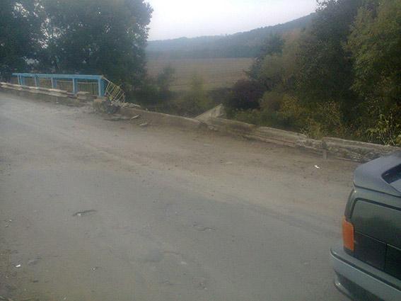 На Вінничччині вантажівка впала з мосту. Водій загинув на місці пригоди