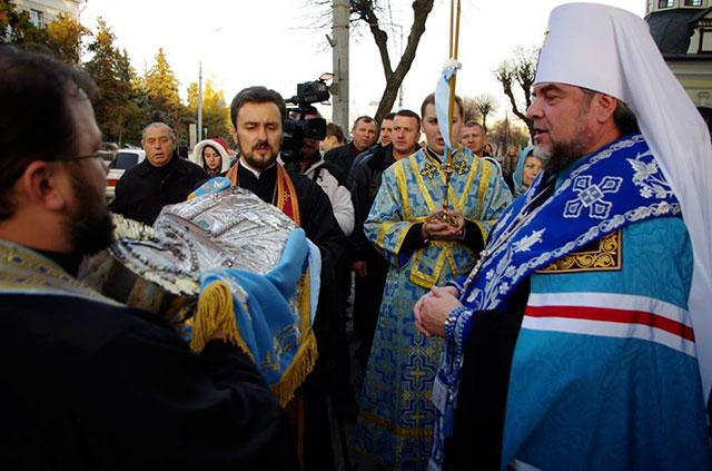 Вчора у Спасо-Преображенський собор привезли чудотворну ікону Плащаниця Пресвятої Богородиці