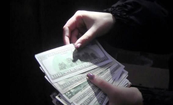 У Вінниці іноземець міняв фальшиві банкноти, надруковані в орендованому гаражі