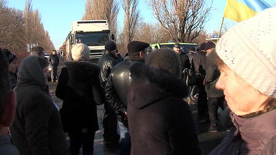 У Теплику селяни заблокували рух транспорту, вимагаючи повернути земельні та майнові паї