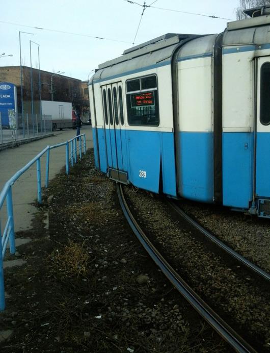 Вчора поблизу залзничного вокзалу зійшов з рейок трамвай. Постраждалих немає