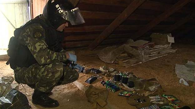 В Іллінцях чоловік із саморобною вибухівкою кинувся на поліцейських, які прийшли проводити обшук його житла