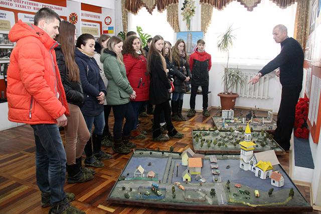 Студентам Вінницького техколеджу влаштували екскурсію в музей Держслужби надзвичайних ситуацій