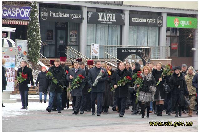 У річницю виведення військ з Дебальцевого вінничани вшанували пам'ять загиблих учасників АТО