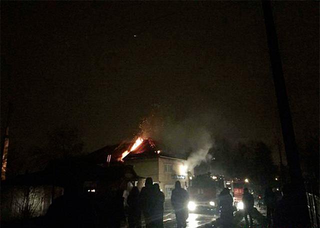 25 рятувальників гасили пожежу в приватному готелі на вул. Нахімова