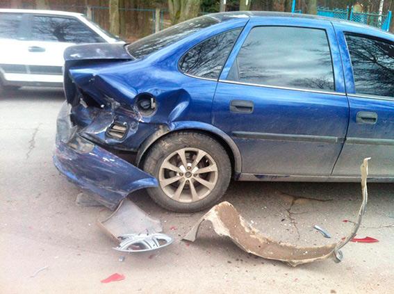 На вул. Пирогова іномарка збила дівчину, яка стояла на узбіччі