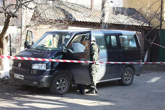 На вул. Антоновича невідомі закинули в авто учбову гранату. Ще одну прив'язали до дверей квартири
