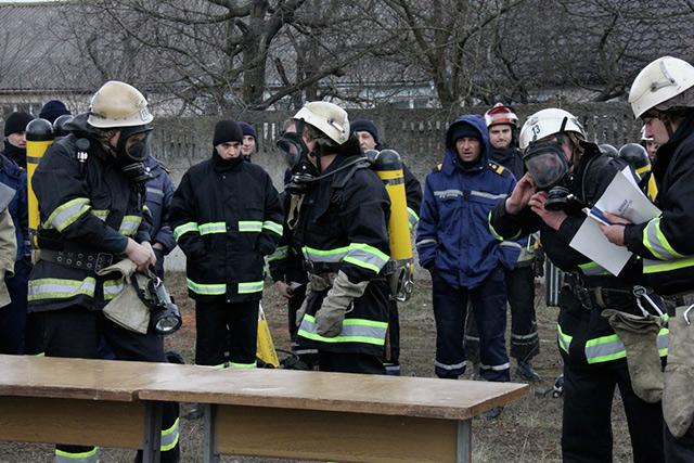 """На Вінниччині рятувальники змагалися за звання """"Краща ланка газодимозахисної служби"""""""