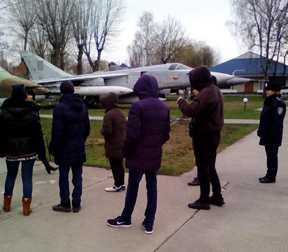 Вінницьким школярам влаштували екскурсію територією Військово-історичного музею