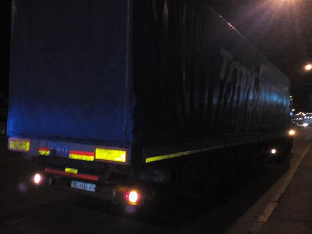 Вночі п'яний водій за кермом вантажівки мало не зніс опори на Коцюбинського. Водія затримала поліція
