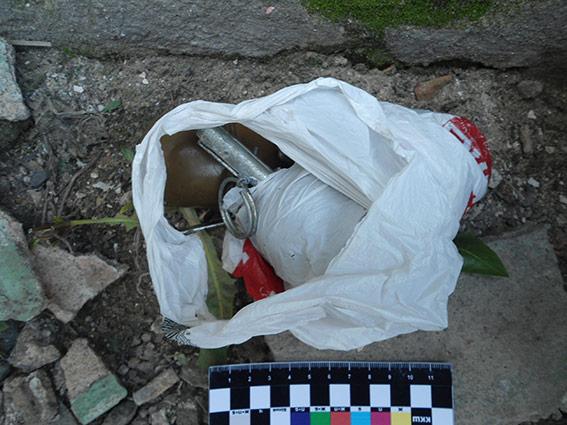 Зранку на вул. Короленка затримали вінничанина, із пакету якого випала бойова граната