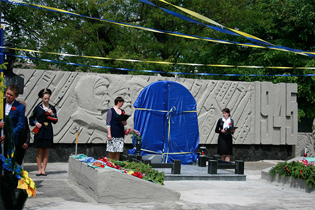 На Вінниччині відкрили меморіал загиблому учаснику АТО Олександру Черепасі