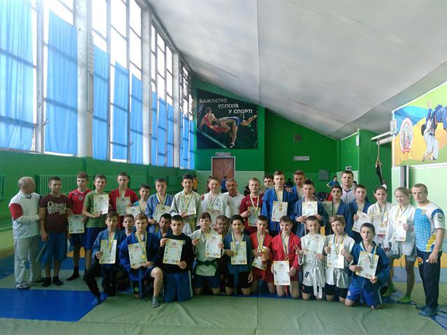 На відкритому чемпіонаті міста з боротьби самбо вихованці 5-ї спортивної школи вибороли 27 призових місць