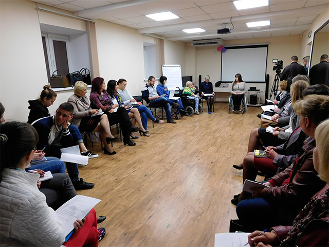 """В міському центрі реабілітації """"Гармонія"""" діляться закордонним досвідом по створенню доступного середовища"""